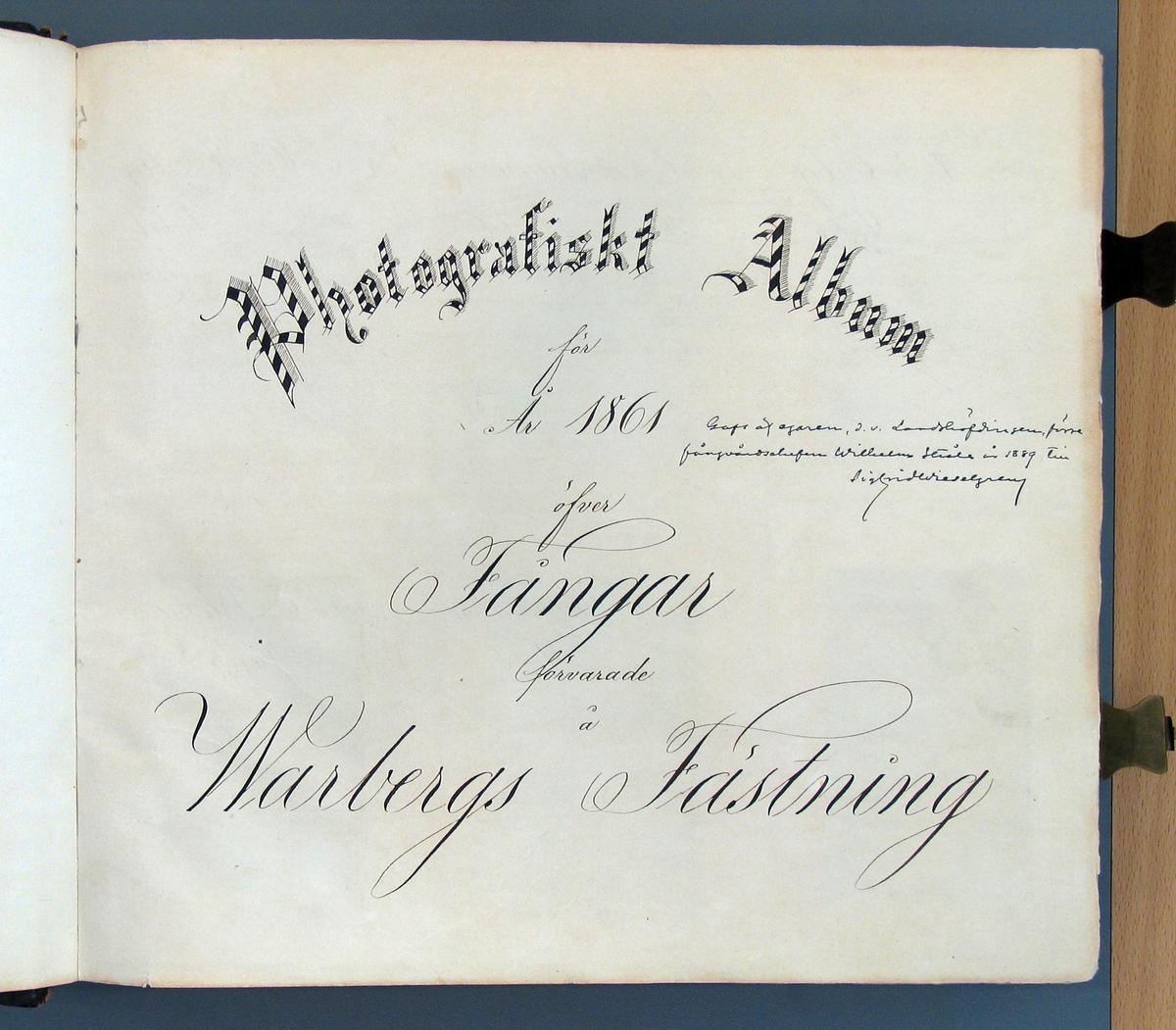 """Ur """"Photografiskt Album för år 1861 öfver fångar förvarade å Warbergs fästning"""". Fånge N:o 168 C. Pettersson. Fjärde resan stöld. 55 år gammal, född i Tvings sn., Blekinge län. """"Visat våldsamhet och högst opålitligt uppförande å Ny Elfsborg. Kallas af fångarne å fästningen för Wargen""""."""