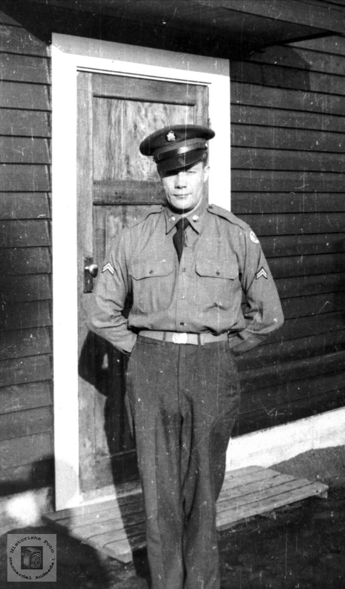 Portrett av soldaten Manfred Olsen, Laudal.