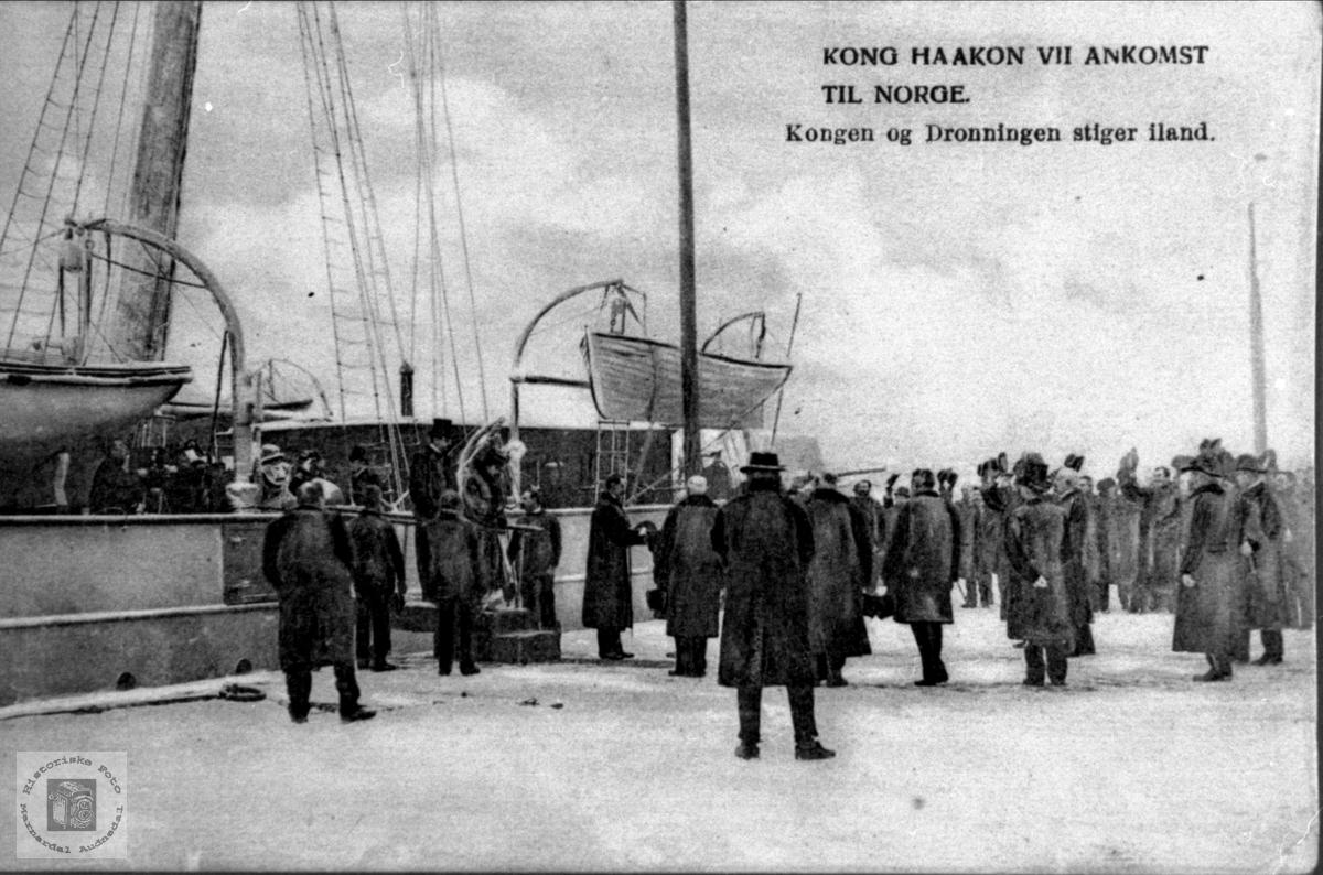 Kong Haakon kommer til landet.