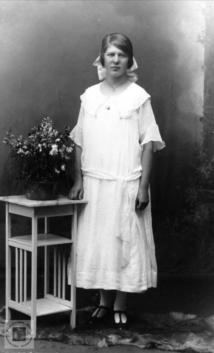 Portrett av Tomine Gangså, Øyslebø.