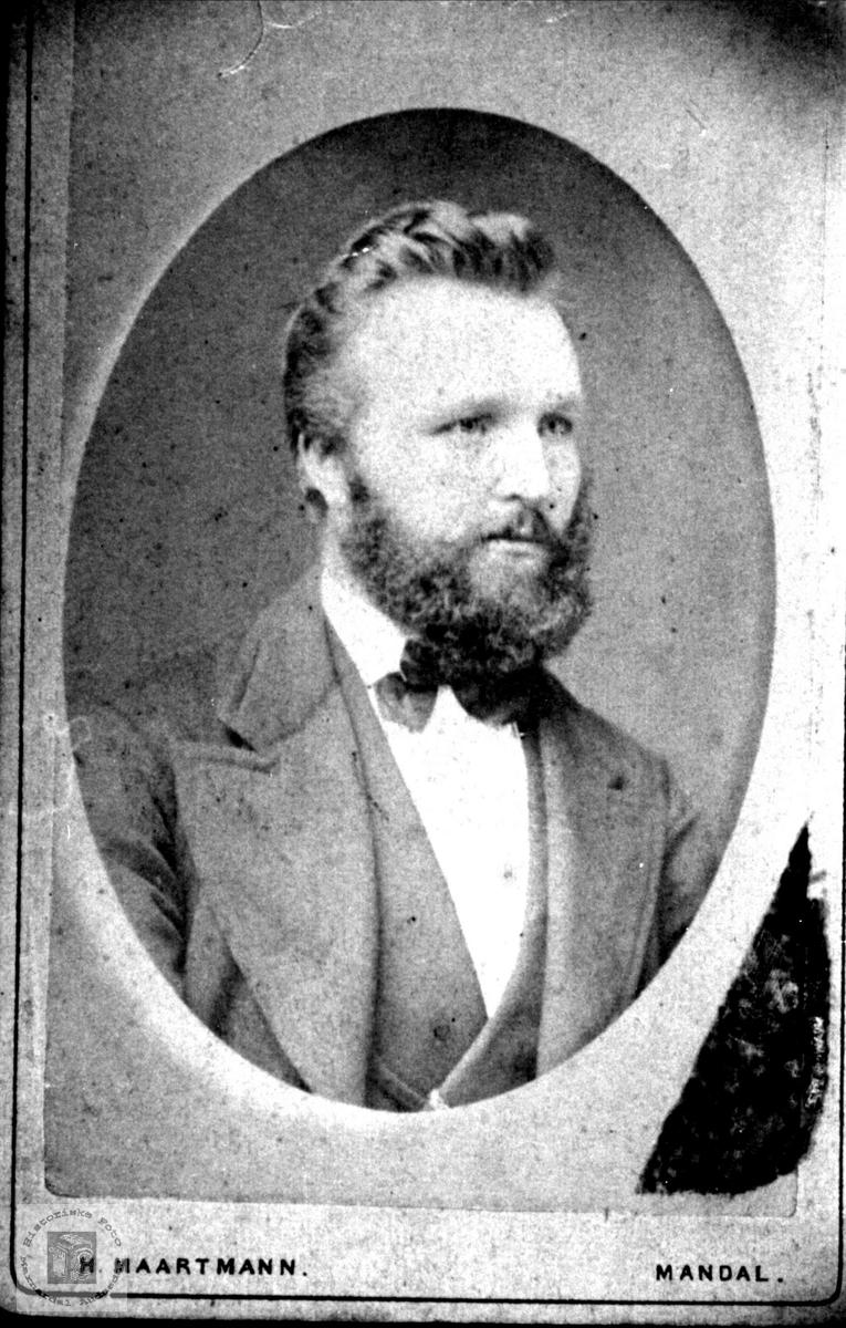 Portrett av Aanen Tobias Øyslebø.