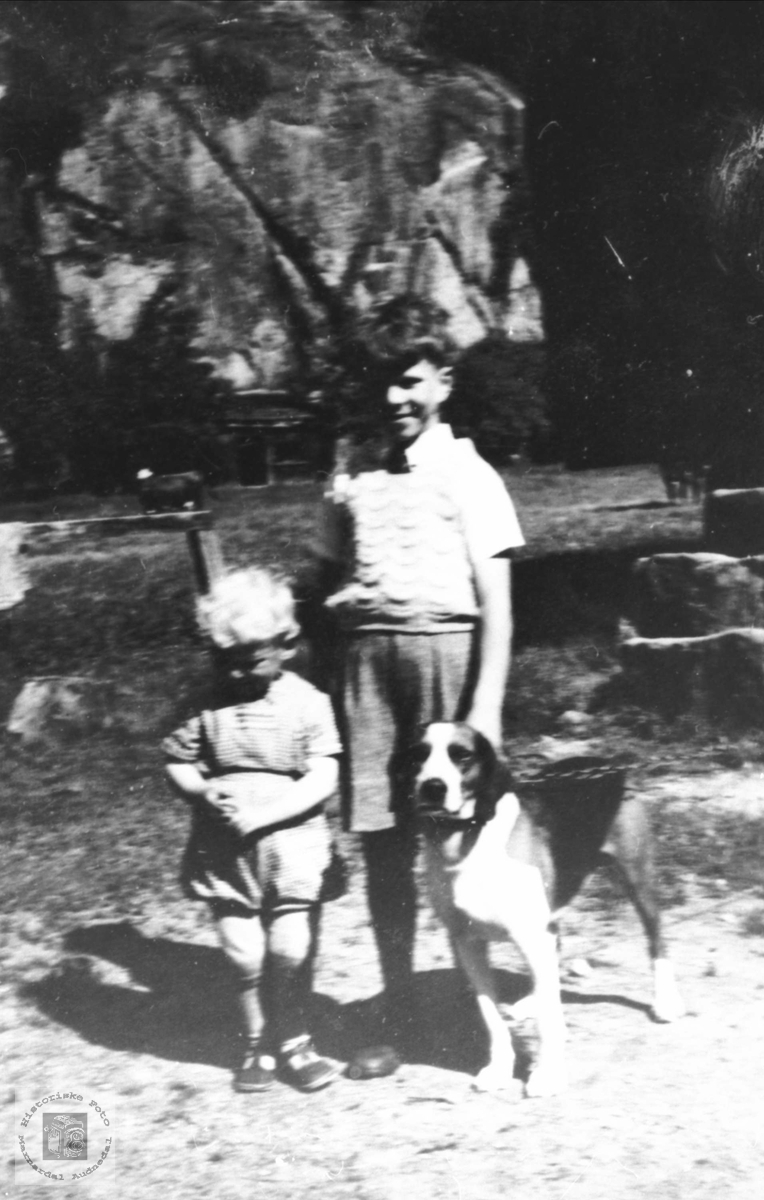 Barn med hund på Heddeland
