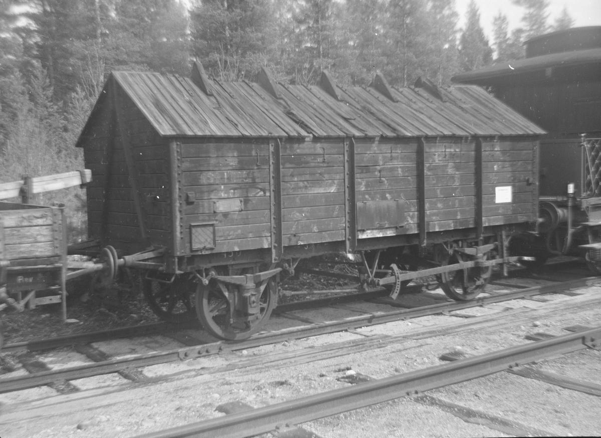 Gjødselvogn (pudretvogn) Lg1 nr. 11450 hensatt på Kløftefoss stasjon.