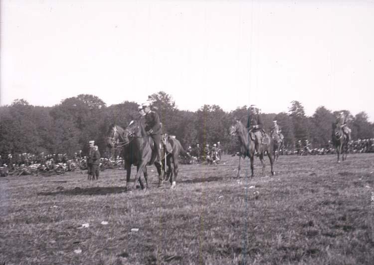 """Enligt text som medföljde bilden: """"Ljungskile. Fälttjänstöfningarne i Bohuslän 21/9 1907""""."""