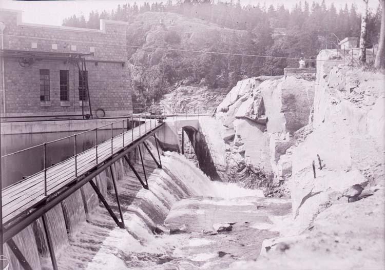 Olidans kraftverk, Trollhättan, del av stationens baksida, juni 1910