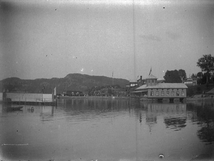 """Enligt text som medföljde bilden: """"Gustafsberg. Badhuset 1897""""."""