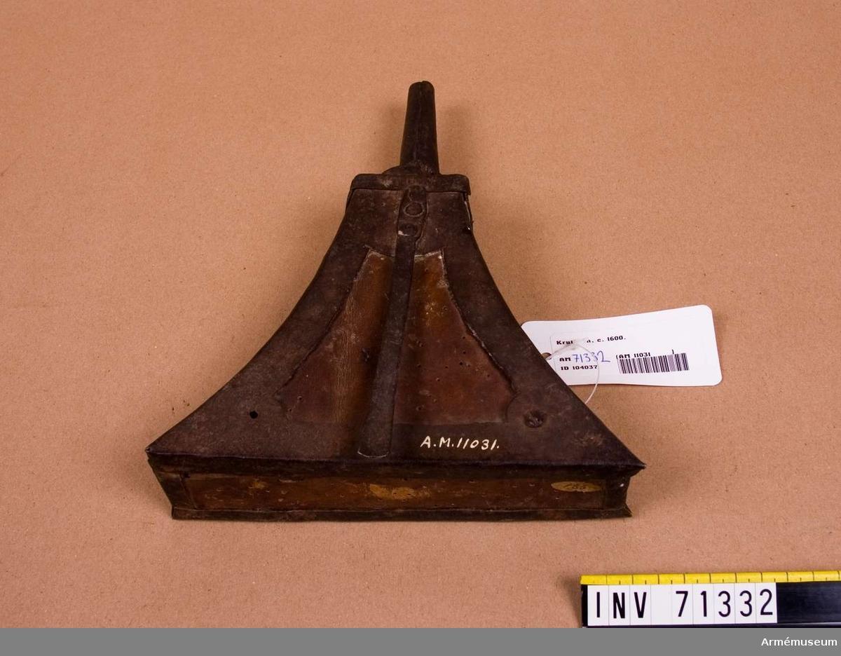 Grupp C:II. Kruthorn för musketerare från 1500 talets slut eller 1600 talets början. Till fängkrutets förvarande