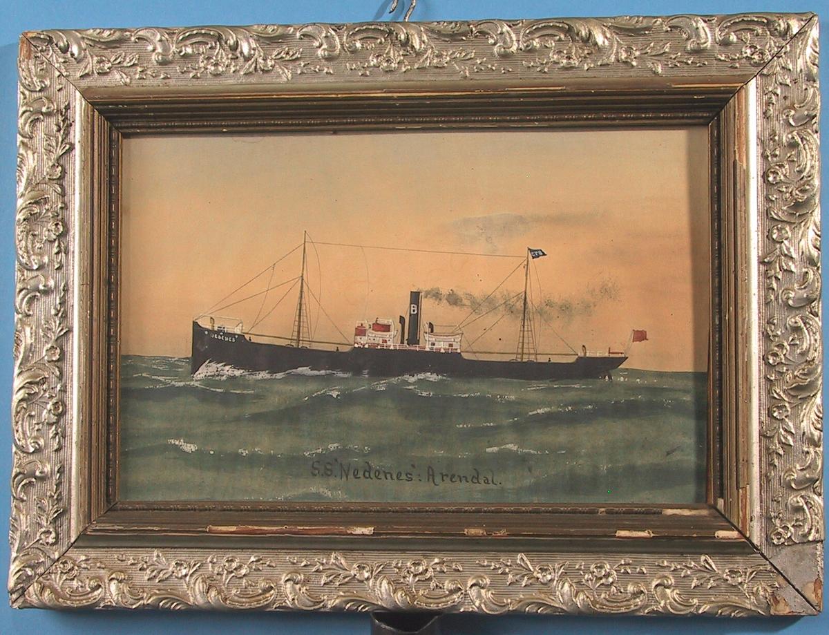 Dampskipet S/S Nedenes. Skipet er på vei mot venstre, på grønngrått hav, mot en gyllen himmel.