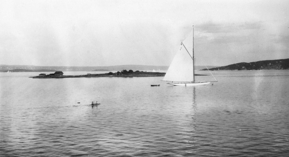 "Seilbåten ""Magda X"" sommeren 1923."