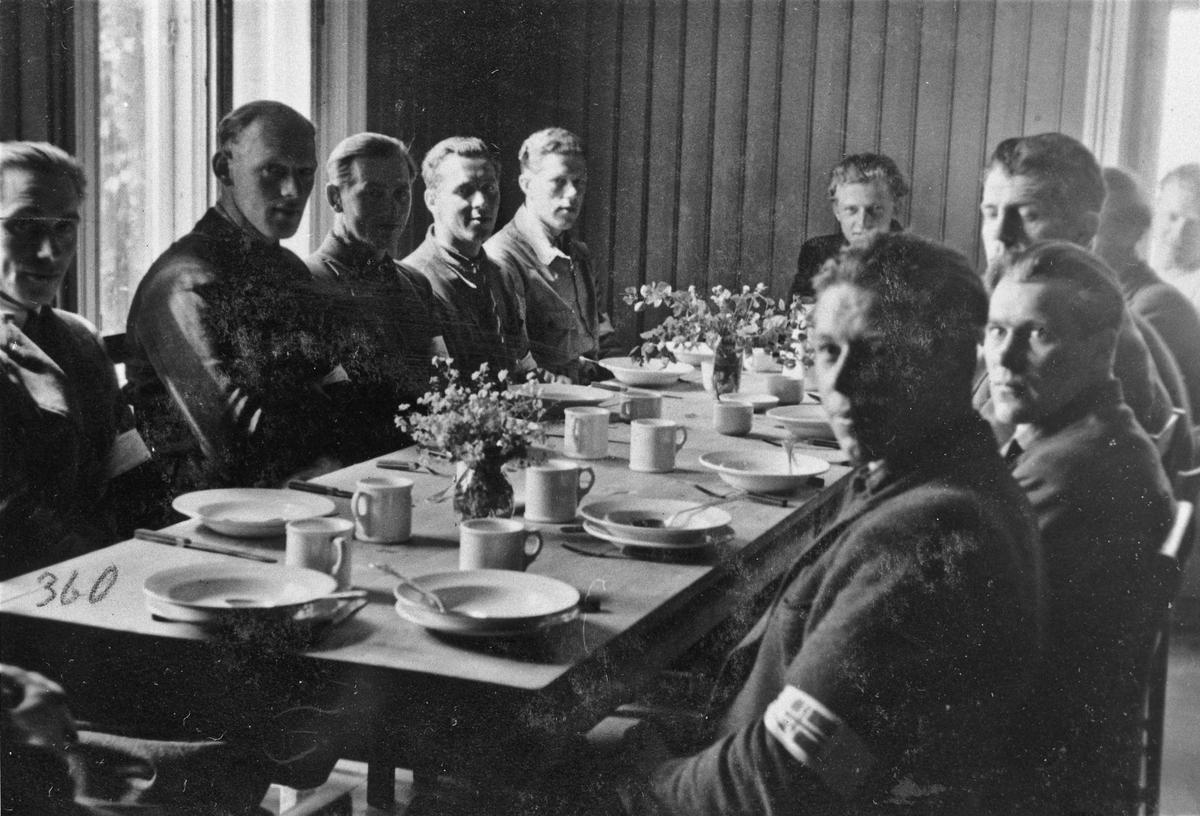 Hjemmestyrker fikk servert mat bl.a. på Akershus Husmorskole, Eidsvoll og Romerike Folkehøyskole.