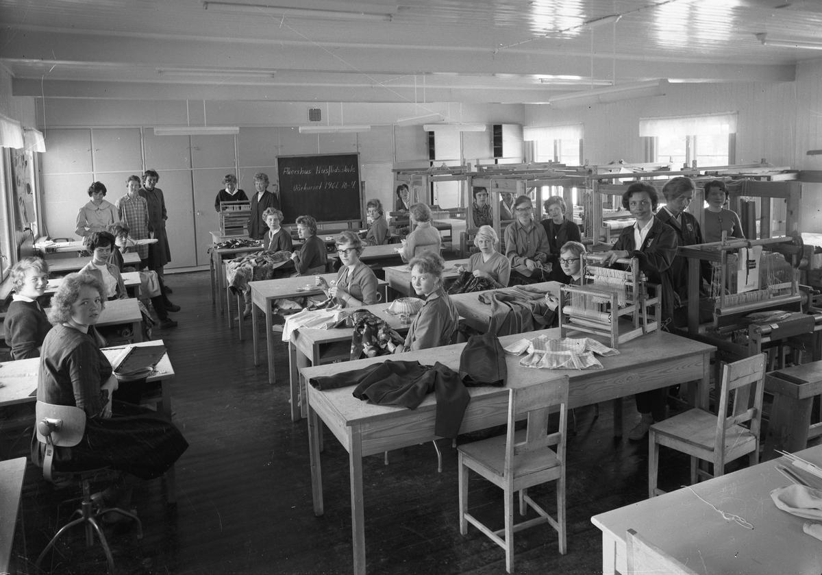 Akershus Husflidsskole. Vårkurset 1961. 10-4. Sying og veving.
