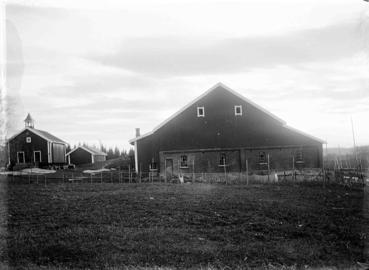 Gården Vesle-Finstad. Eier på det tidspunkt bildet ble tatt var Nils Aas.