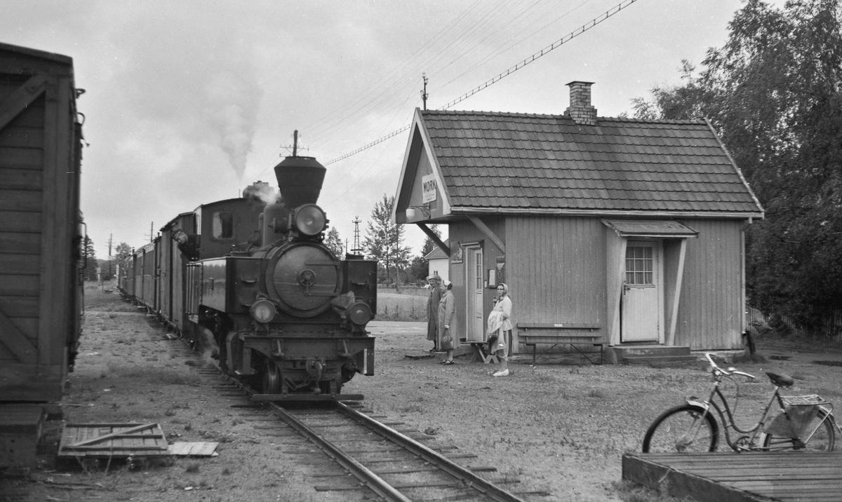 Tog til Skulerud på Mork stasjon.