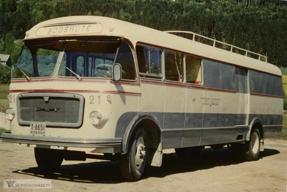 DAF B-1600 reg nr T-8651, Bussbygg. 1962 mod. kombi 10 spl .3.2 T..Som ny ble denne bussen satt i rute mellom Rødven-Eidsbygda og Åndalsnes. Den fraktet melkespann og annet gods, og tok også noen passasjerer. .Den gikk i denne ruta til midt på 1970-tallet.