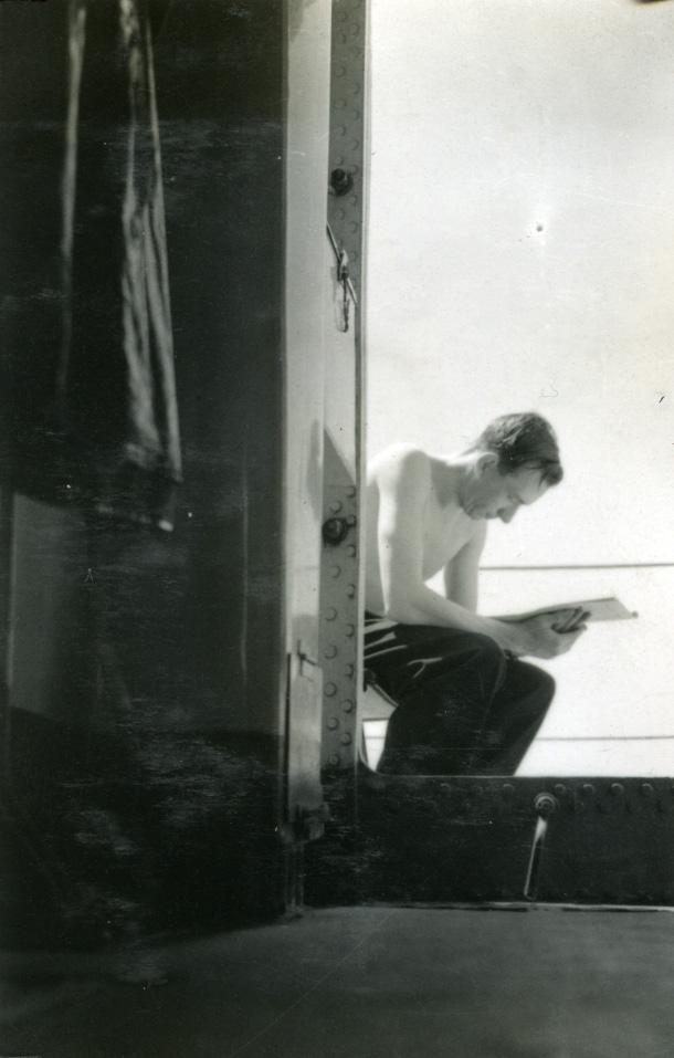 """Album Glaisdale H.Nor.M.S. """"Glaisdale"""". Fotograf: Knutdzon. En av mannskapet."""