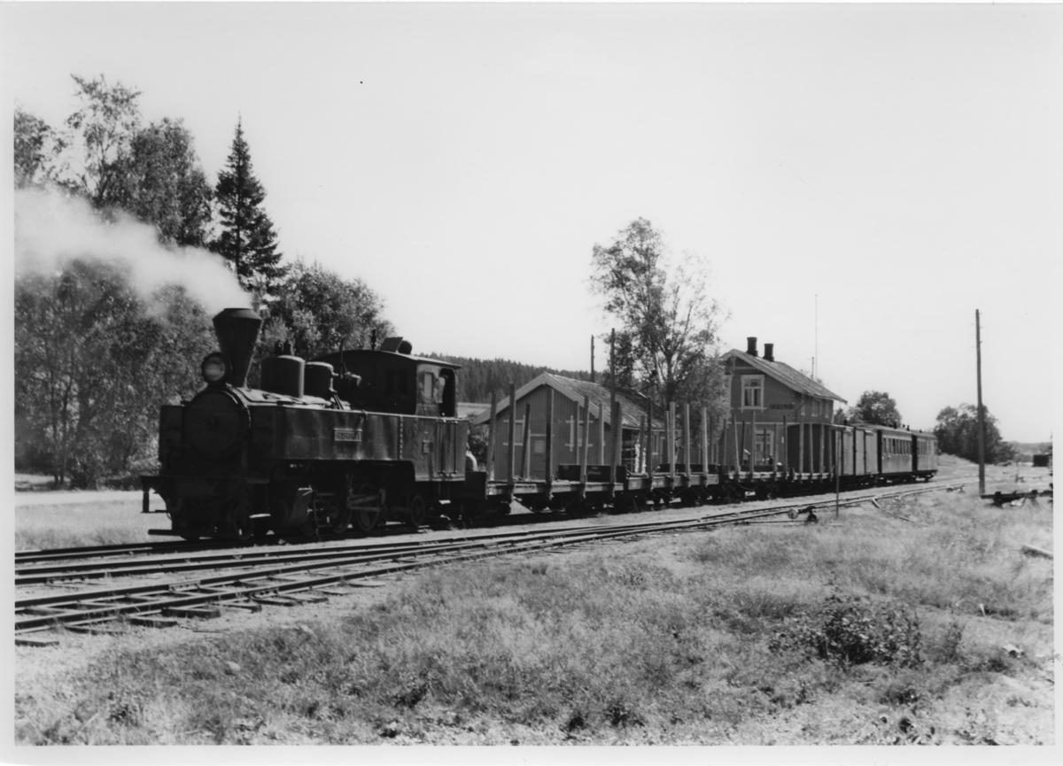 Lok 4 Setskogen står klart til avgang fra Skulerud.